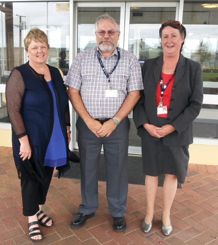 (Left to right): Jaynes Downs (Director of SE Health Services), Brenton Dohnt (Presiding Member, Millicent and District Health Advisory Council Inc.), and Local MP Ros Brown (Executuve Officer, Director of Nursing and Midwifery).