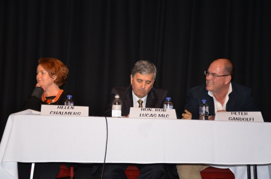 L-R: Helen Chalmers (CHSA), Hon. Rob Lucas (Shadow Minister for Health), Mayor Peter Gandolfi