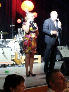 Jacinta assistin the Mayor with the Ausction