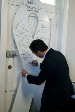 Liberal Leader and White Ribbon Ambassador Steven Marshall signed 5THE FM's white ribbon