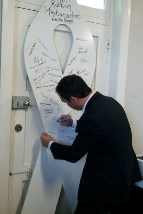 Liberal Leader and White Ribbon Ambassador Steven Marshall signed 5THE FM's white ribbon