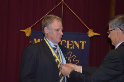 Jogn Eldridge Receiving the aWARD