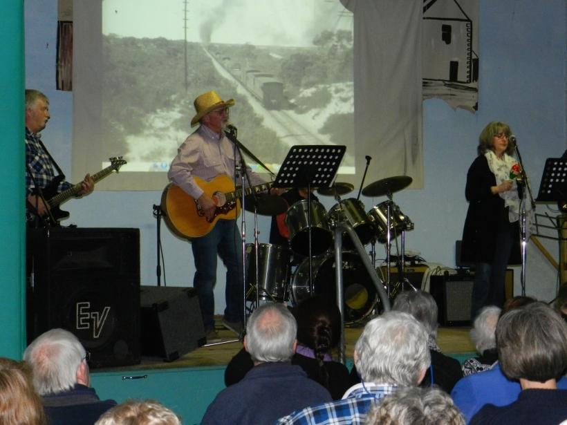 rendelsham variety concert 082
